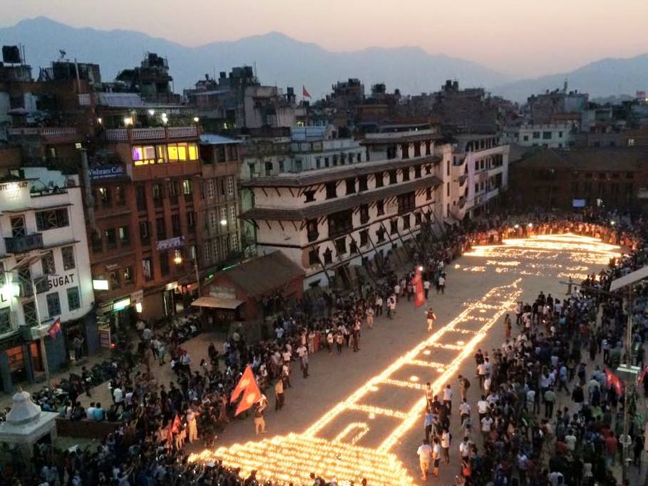 NEPAL: 1 Jahr danach (25. April 15, 11.56 Uhr, 7,8 auf der Richter Skala)