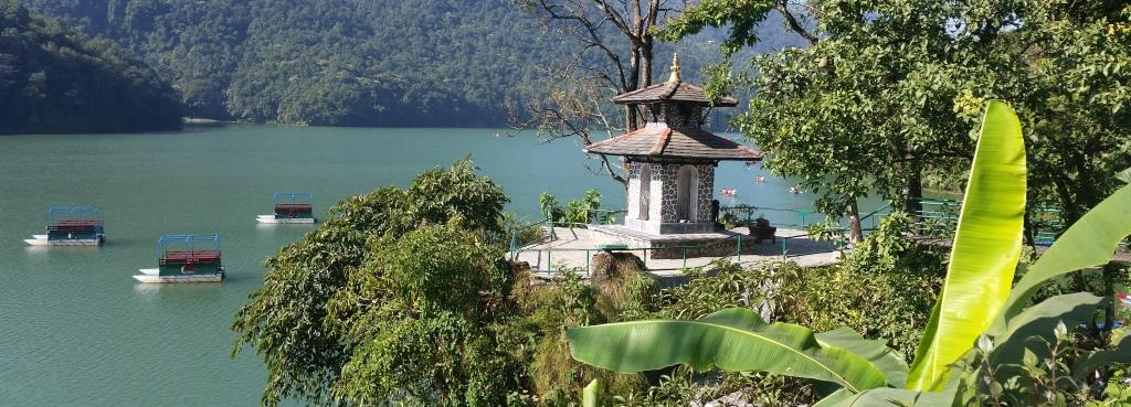 hier blickt man auf den Phewa See