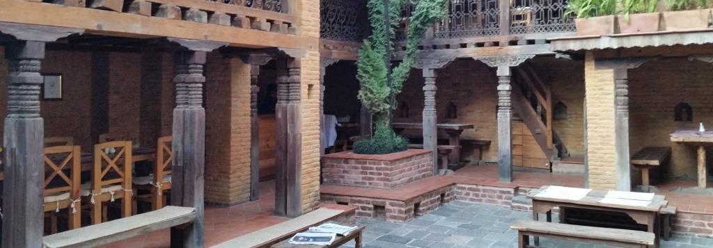 hier sieht man den Innenhof eines Newari-Hauses