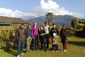 Gäste und Gastgeber in Astam, Nepal