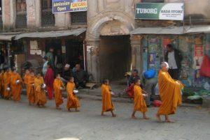 Kindermönche in Kathmandu